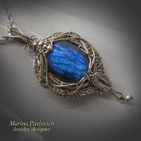 Кулон авторской ручной работы из серебра  с  синим лабрадором.