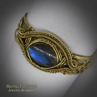Браслет авторской работы из латуни с синим лабрадором