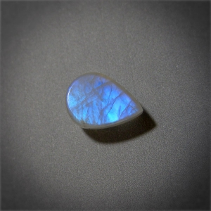 Кабошон из лунного камня