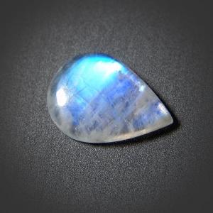 Кабошон из лунного камня 24х18