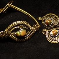 Серьги и браслет выполненные в технике WIRE WRAP