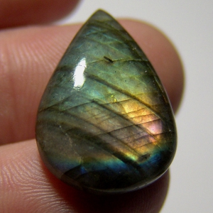 Labradorite cabochon  26*18*7mm,  18ct