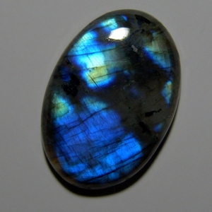 Cabochon spectrolite   35*24*6 mm,   38,6 ct