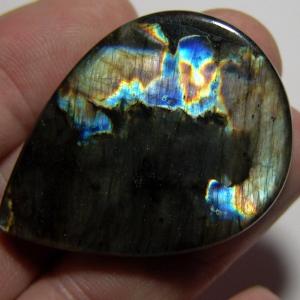Кабошон из спектролита 48*33*6 mm,  вес 84,4 ct
