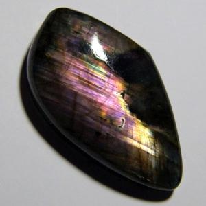 Кабошон из спектролита 37*22*8 mm,  вес 47,7 ct
