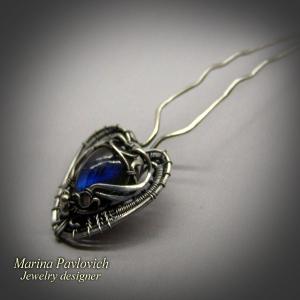 Шпилька из серебра авторской работы с синим лабрадором.
