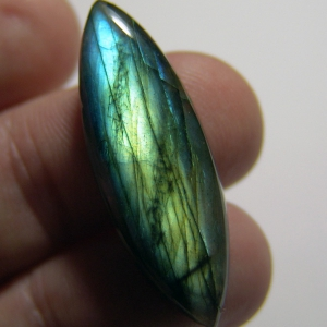 Labradorite cabochon   38*13*6 mm,   26 ct