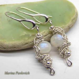Earrings with moonstone