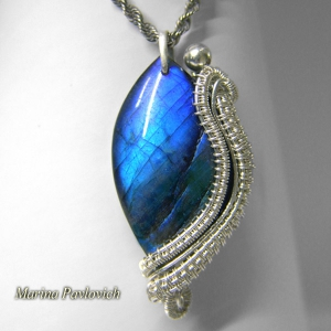 silver pendant with labradorite