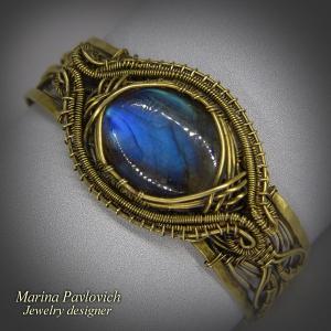 Женский браслет с синим лабрадором
