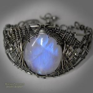 Браслет из серебра с лунным камнем