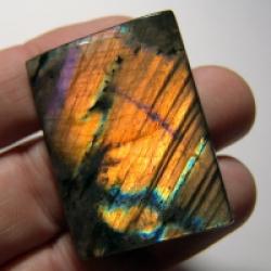 Кабошон из спектролита 43*32*5 mm,  вес 111 ct