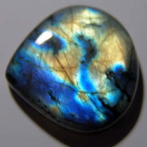 Labradorite cabochon   35*33*7 mm,  вес 68,8 ct