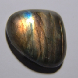 Labradorite cabochon  25*22*7 mm,   30 ct